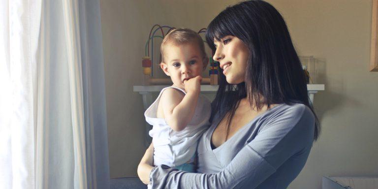 Prvé príkrmy sú zážotkom pre mamičku aj pre dieťa. mali by byť prirodzené